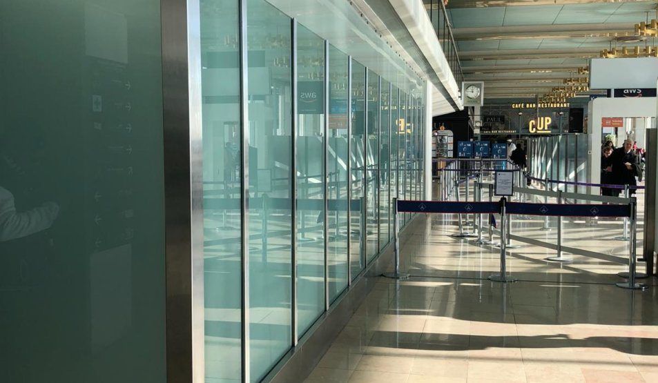 Bullet-proof Glass Wall with non-recessed plinths