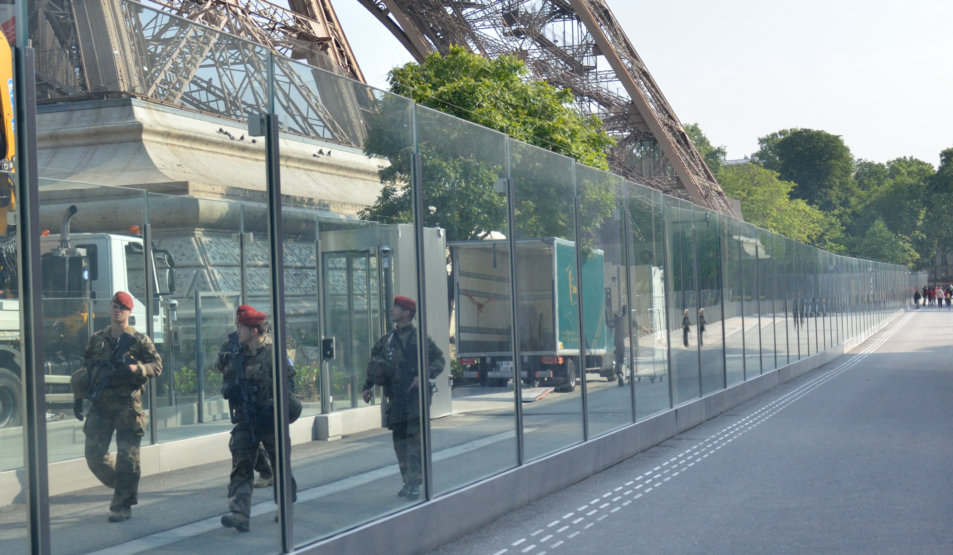 Bulletproof Glass Wall with non-recessed plinths